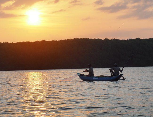 Lever de soleil sur le lagon de Pottuvil au Sri Lanka