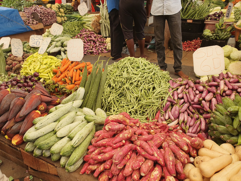 Etal de fruits, légumes et épices du marché de Pettah au Sri Lanka