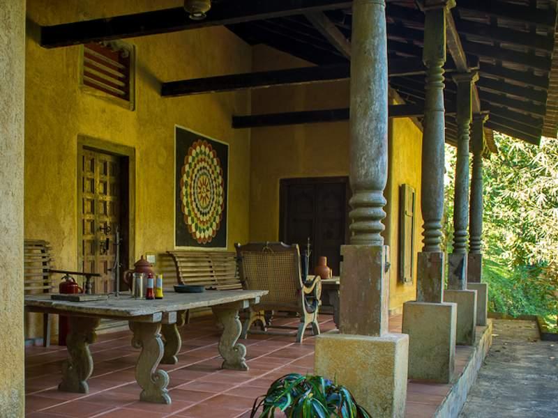 Entrée d'un centre ayurvédique au Sri Lanka